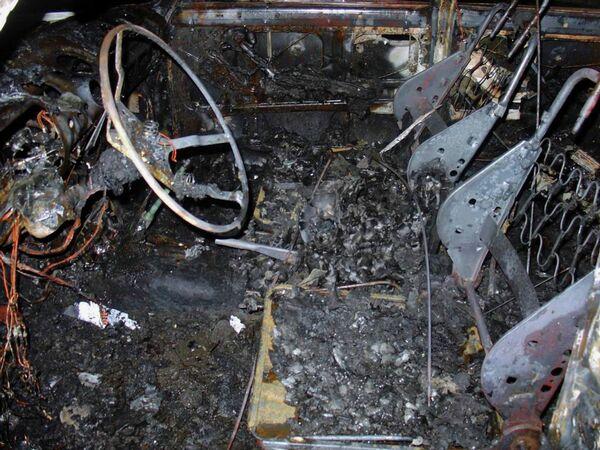 Сгоревший автомобиль, архивное фото - Sputnik Беларусь