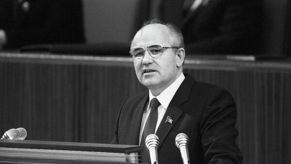 М.С.Гарбачоў выступае з дакладам - Sputnik Беларусь