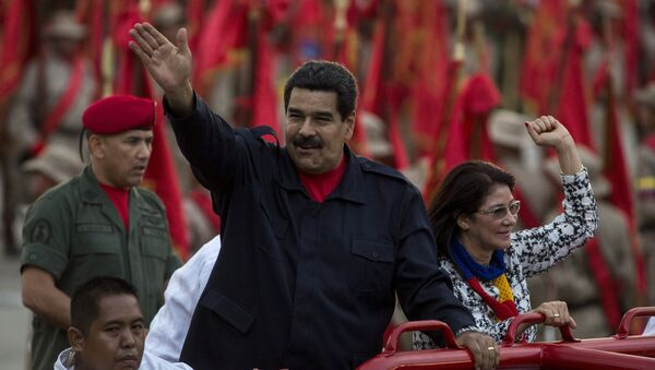 Президент Венесуэлы Николас Мадуро с женой в Каракасе на День милиции 13 апреля - Sputnik Беларусь