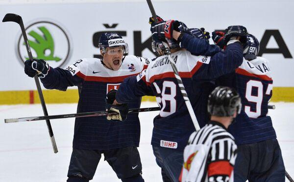 Игрок сборной Словакии Владимир Дравецки радуется забитой шайбе - Sputnik Беларусь