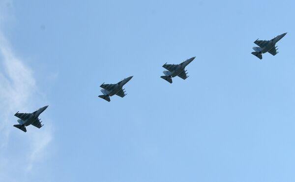 Учебно-боевые самолеты Як-130 белорусских ВВС во время тренировки воздушной части парада - Sputnik Беларусь