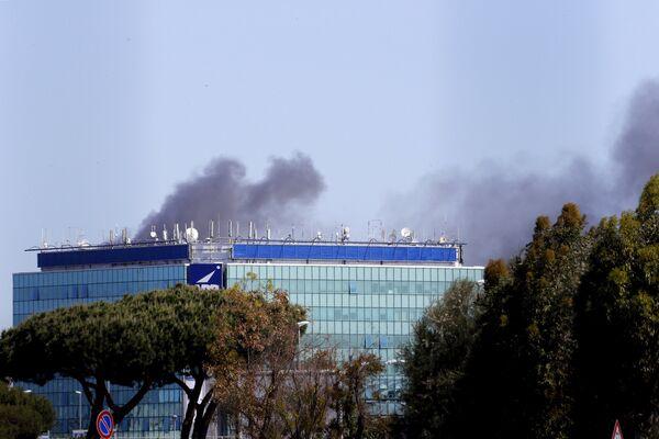 Пожар в Международном аэропорту имени Леонардо да Винчи во Фьюмичино - Sputnik Беларусь