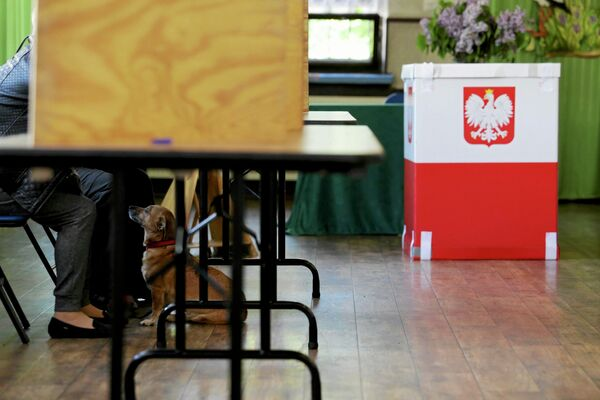 Избирательный участок в Польше - Sputnik Беларусь