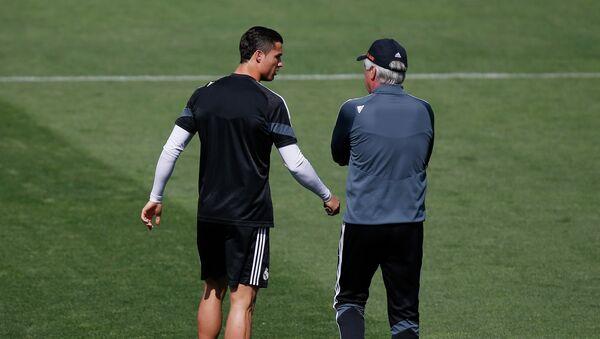 Игрок ФК Реал (Мадрид) Криштиану Роналду и главный тренер Карло Анчелотти (слево направо) - Sputnik Беларусь
