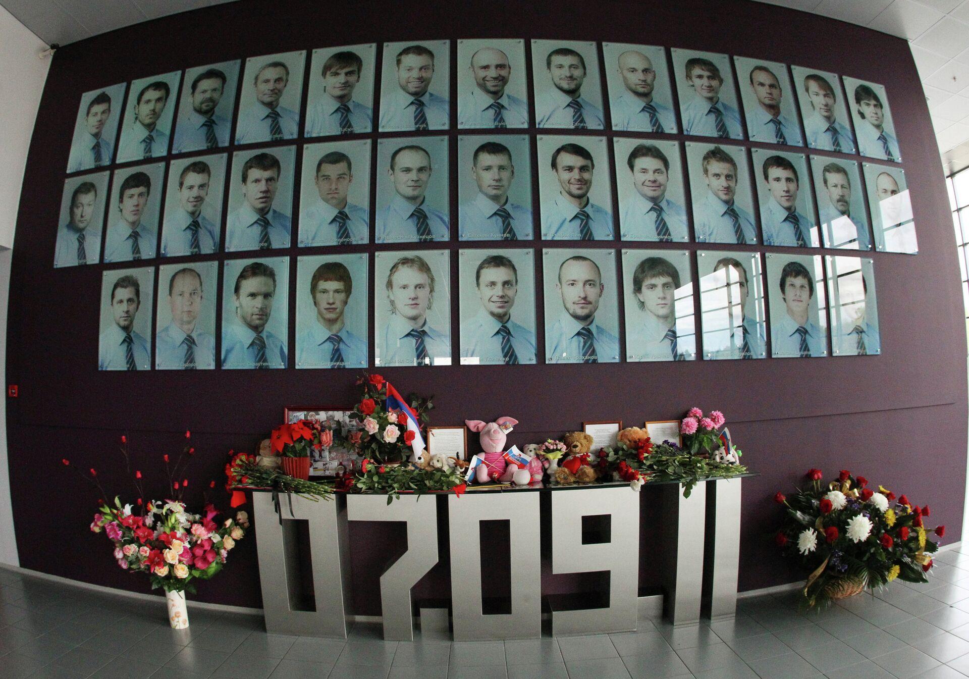 Мемориальная стена в память о членах хоккейного клуба Локомотив - Sputnik Беларусь, 1920, 06.09.2021