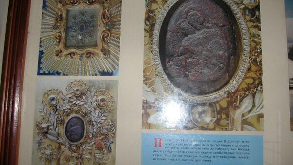 Стенд в храме Жировичского монастыря с изображением иконы - Sputnik Беларусь