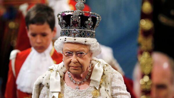 Королева Великобритании Елизавета II на торжественном открытии работы парламента - Sputnik Беларусь