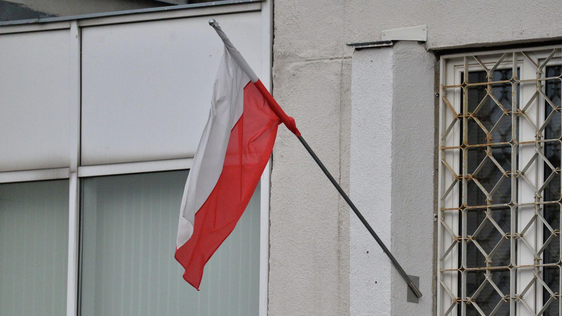 Польский флаг на здании Посольства Польши в Минске - Sputnik Беларусь, 1920, 12.10.2021
