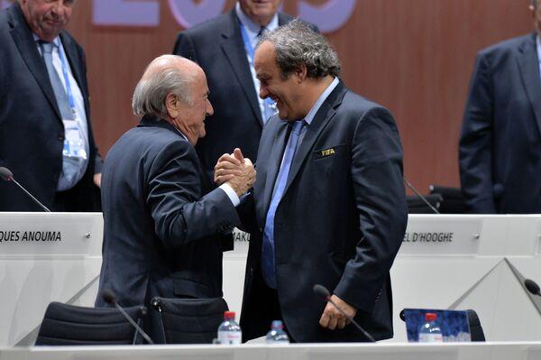 Президент ФИФА Йозеф Блаттер и президент УЕФА Мишель Платини - Sputnik Беларусь