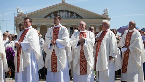 Католические священники, архивное фото - Sputnik Беларусь