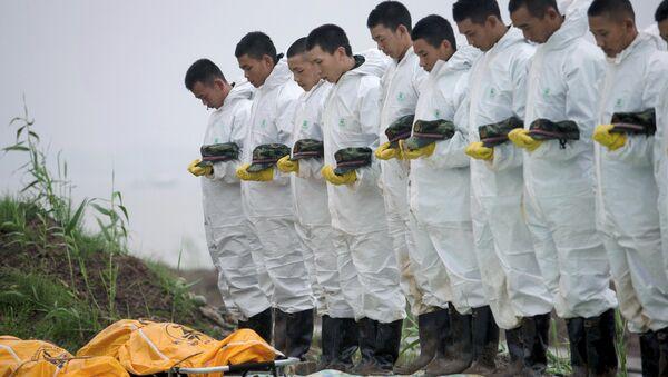 Жертвы крушения теплохода Звезда Востока на реке Янцзы в Китае - Sputnik Беларусь