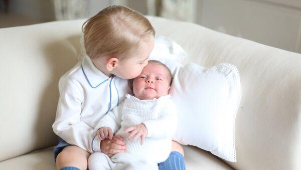 Принц Джордж и принцесса Шарлотта - Sputnik Беларусь