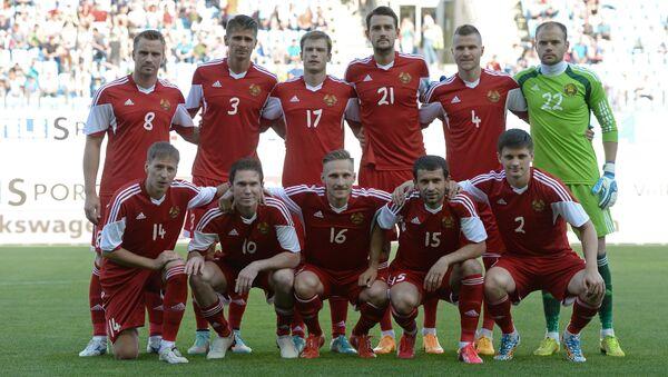 Игроки сборной Беларуси перед началом матча с россиянами - Sputnik Беларусь