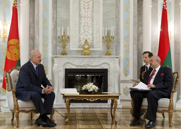 Александр Лукашенко беседует с Ламберто Заньером - Sputnik Беларусь