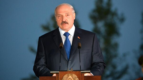 Александр Лукашенко на митинге-реквиеме, посвященному открытию мемориального комплекса Тростенец - Sputnik Беларусь