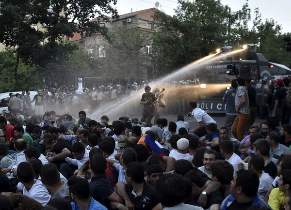 Разгон демонстрации в Ереване - Sputnik Беларусь