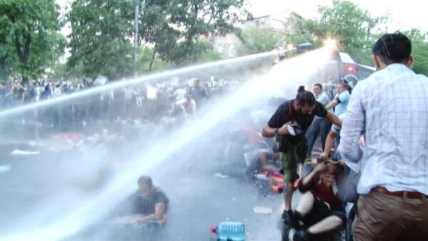 Спутник_Полиция Еревана водометами разгоняла несогласных с ростом цен на электричество - Sputnik Беларусь