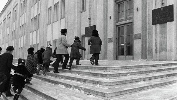 1985 год. Для многих советских школьников посещение музея до сих пор остается одним из самых ярких воспоминаний. - Sputnik Беларусь