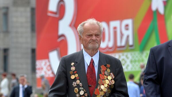 Ветеран в День Независимости, архивное фото - Sputnik Беларусь