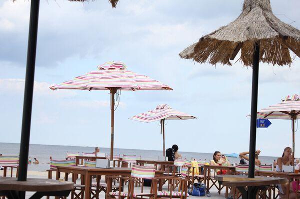 Кафе на пляже в Юрмале - Sputnik Беларусь