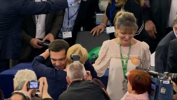 СПУТНИК_Депутаты Европарламента обнимали Ципраса и аплодировали ему в зале заседания - Sputnik Беларусь