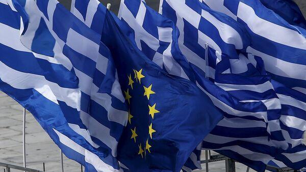 Флаги Греции и Евросоюза - Sputnik Беларусь