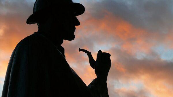 Статуя Шерлока Холмса на Бейкер стрит в Лондоне - Sputnik Беларусь