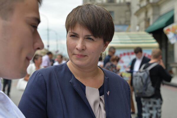Таццяна Караткевіч падчас збору подпісаў - Sputnik Беларусь