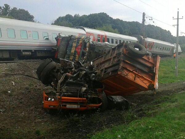 Столкновения пассажирского поезда с КамАЗом под Белгородом - Sputnik Беларусь