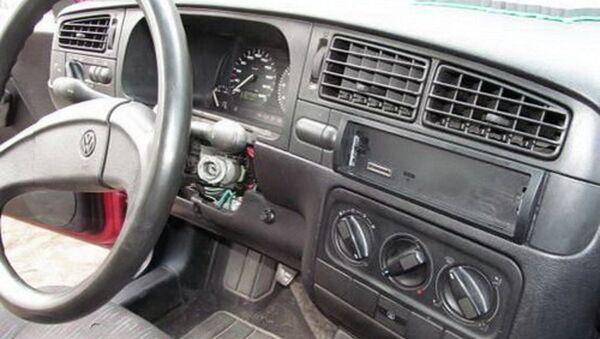 Угнанный автомобиль VW Golf - Sputnik Беларусь