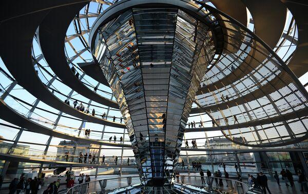 Купол над зданием Рейхстага в Берлине - Sputnik Беларусь