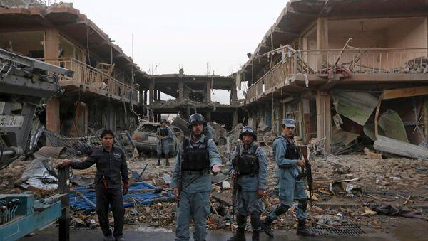 Афганская паліцыя стаіць каля месца тэракту ў Кабуле - Sputnik Беларусь