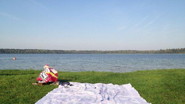 Купание на озере - Sputnik Беларусь