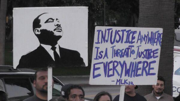 СПУТНИК_Митингующие в США требовали наказать убивших афроамериканцев полицейских - Sputnik Беларусь