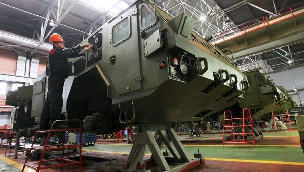 Работа Минского завода колесных тягачей - Sputnik Беларусь