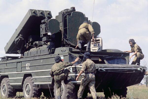Подготовка к работе зенитного ракетного комплекса Стрела-10М. - Sputnik Беларусь