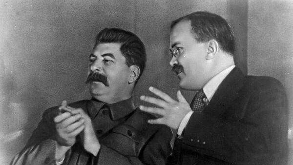 Іосіф Сталін і Вячаслаў Молатаў - Sputnik Беларусь