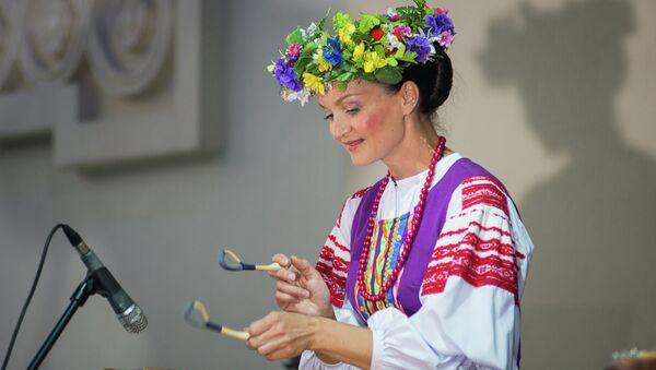 В субботу можно было послушать и посмотреть выступление государственного ансамбля Хорошки. - Sputnik Беларусь