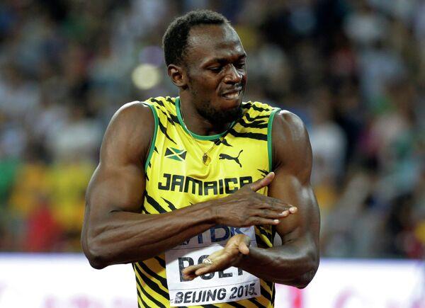 Усэйн Болт празднует победу в забеге на 100 метров на ЧМ по легкой атлетике в Пекине - Sputnik Беларусь