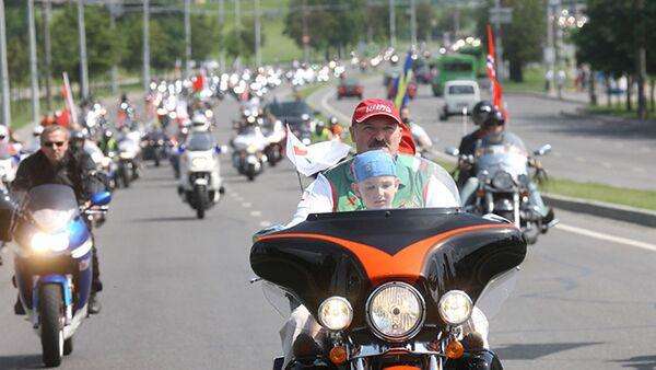 Аляксандр Лукашэнка на байк-фэсце Мінск-2009 - Sputnik Беларусь