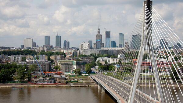 ид на Свентокшиский мост через реку Висла в Варшаве - Sputnik Беларусь