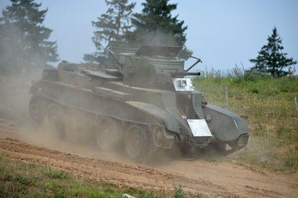 Советский танк БТ-7 - Sputnik Беларусь