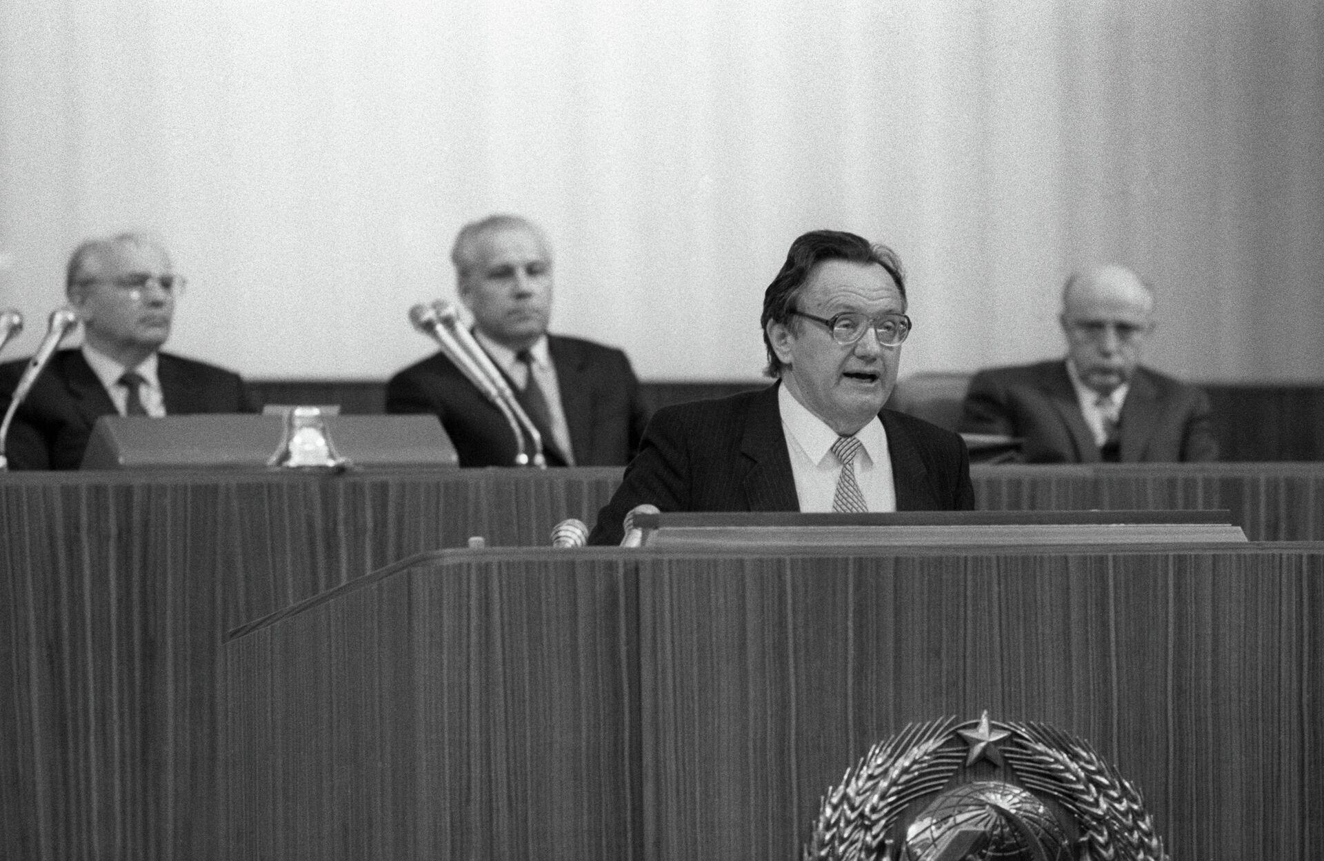 Белорусский писатель Алесь Адамович - Sputnik Беларусь, 1920, 03.09.2021