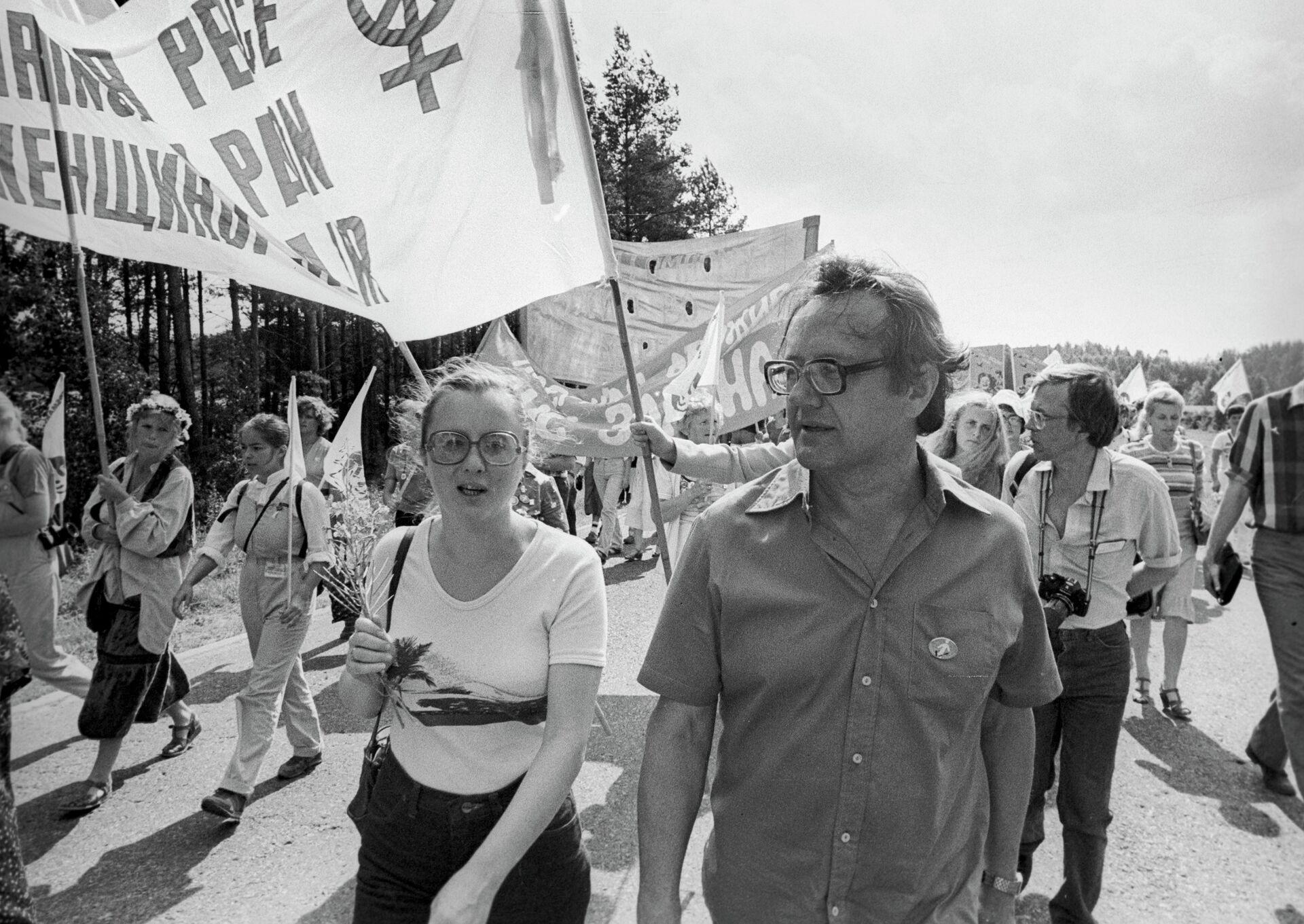 Участник Марша мира белорусский писатель А.Адамович - Sputnik Беларусь, 1920, 03.09.2021