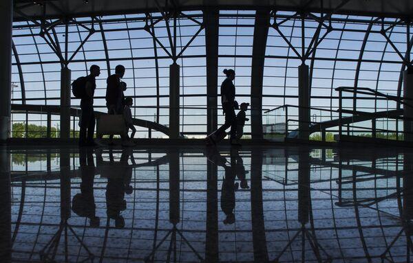Пассажиры в секторе Е в аэропорту Домодедово - Sputnik Беларусь