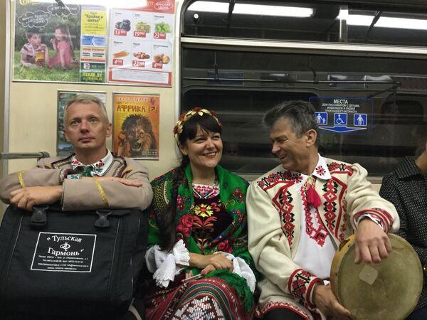 День города. Гости столицы в минском метро - Sputnik Беларусь