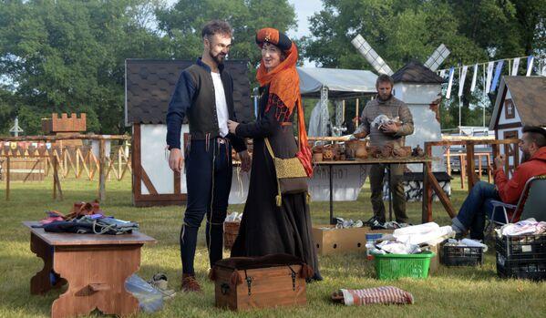 Участники фестиваля Мiнск старажытны готовятся к выступлению. - Sputnik Беларусь