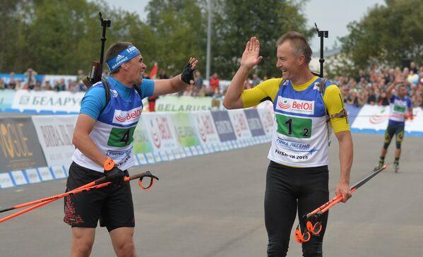 Михаэль Грайс (слева) и Свен Фишер на финише Гонки чемпионов в Раубичах - Sputnik Беларусь
