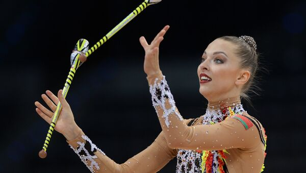Мелитина Станюта выполняет упражнения с булавами - Sputnik Беларусь