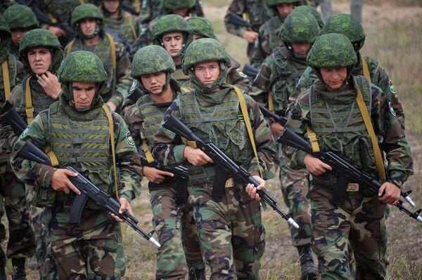 Военнослужащие вооруженных сил Таджикистана на совместных учениях ОДКБ Взаимодействие-2015 - Sputnik Беларусь